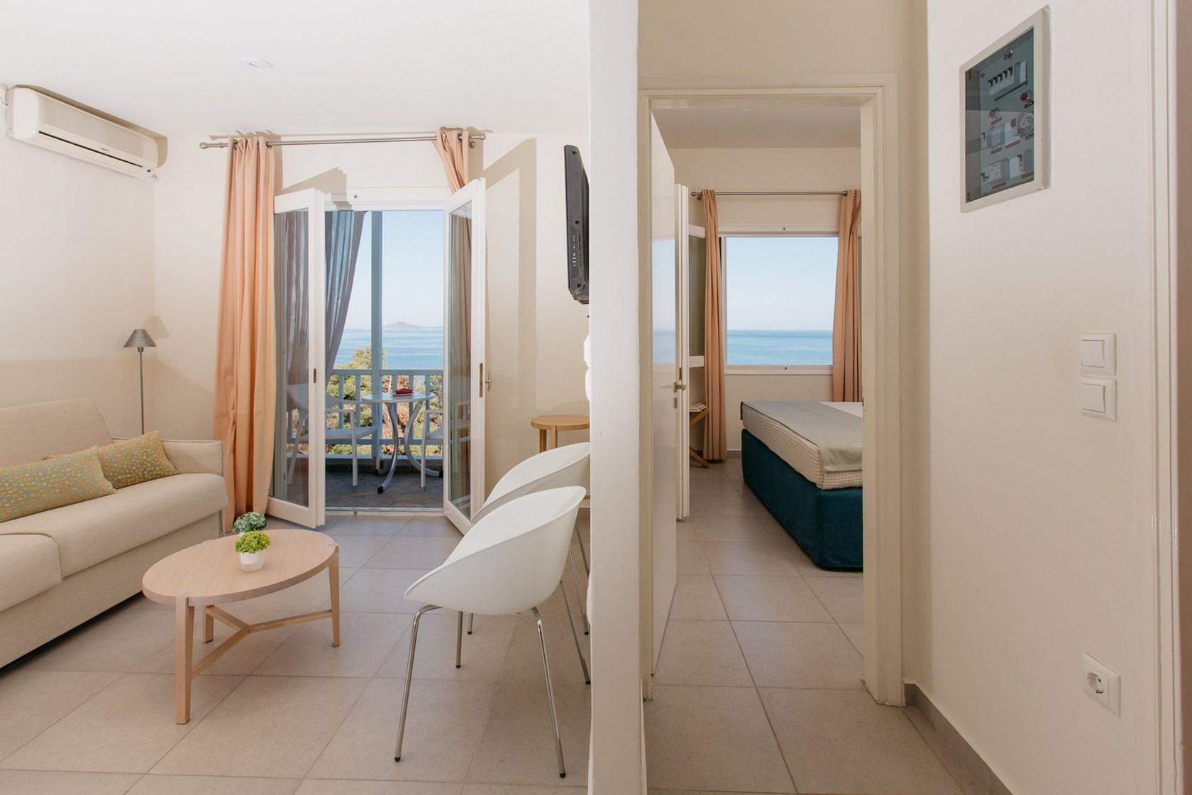 1 bedroom family suite (2 adults, 2 children)